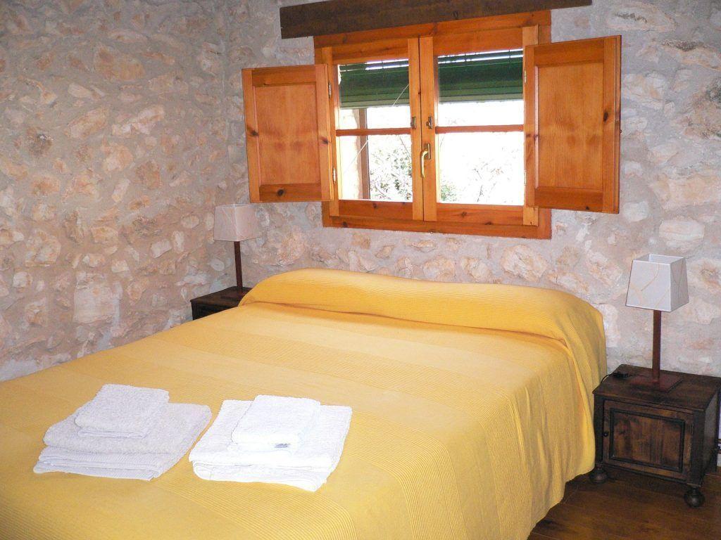 Cama situada en el altillo de la Casa rural la pallissa - Casa rural tarragona