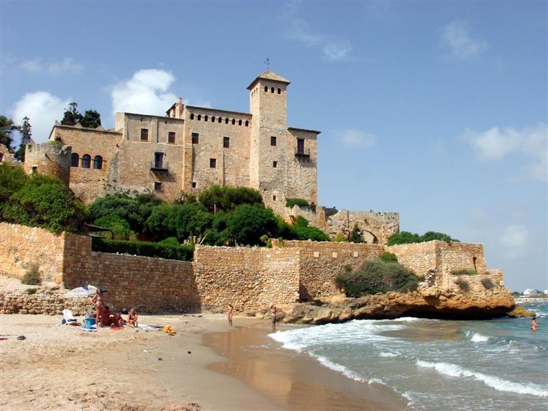 Vista desde la platja del Castell de Tamarit